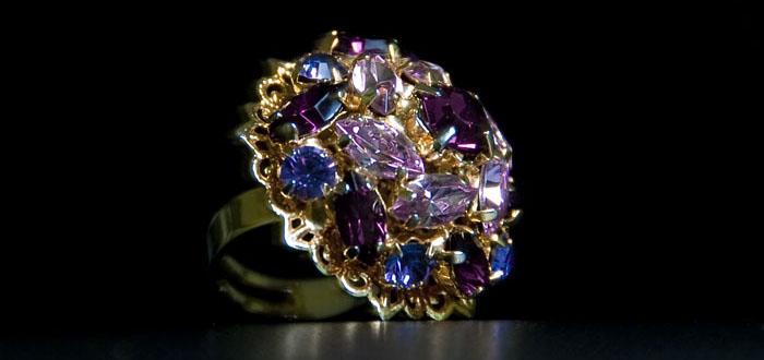 Anello di valore con diamanti diversificati