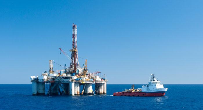 petroliera sul mare